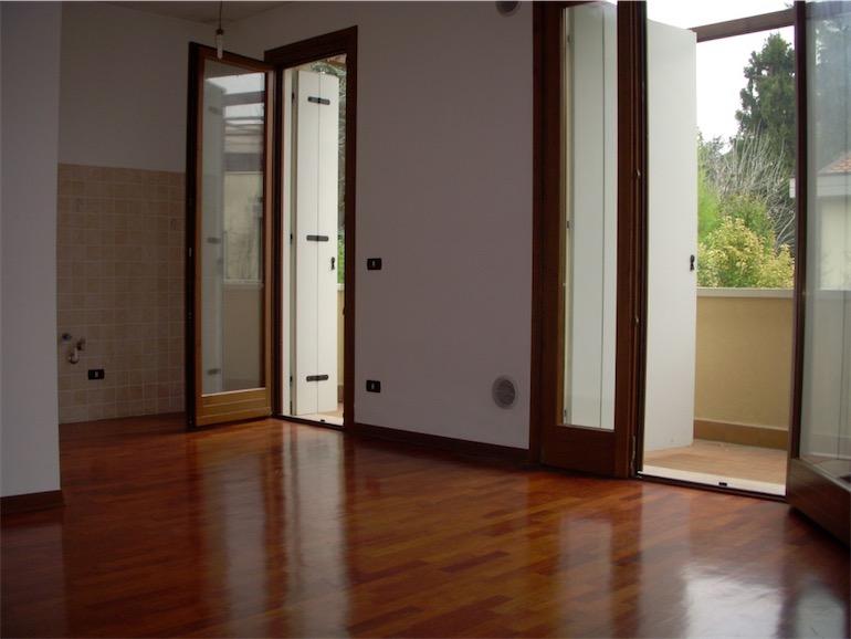 Soggiorno Angolo Cottura : Soggiorno con parete in pietra angolo ...